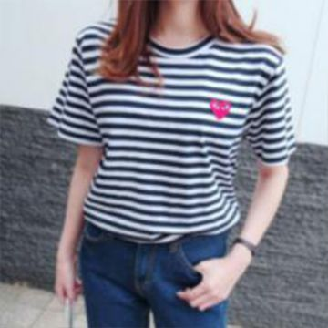 Striped chest applique short sleeve T-shirt