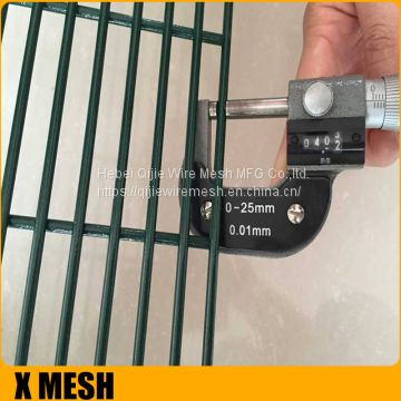 Black 3D 2*3m*50*100mm Curvy Welded Wire Mesh Fence Panel