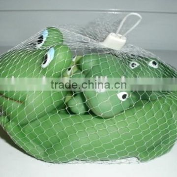 Hot selling cute rubber frog baby bath swimming family animal toy