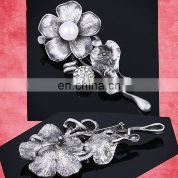 2017 the latest European and American flower pearl brooch