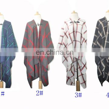 BJD1013With buttons chequer bordure poncho