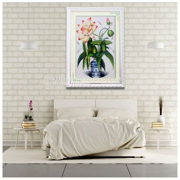 Pure hand cross stitch of lotus wall painting in China