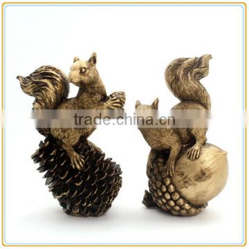 Custom fashion garden decorative animal resin cute and vivid squirrel figurine for sale