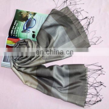 Top quality shawl with simple plaid pattern