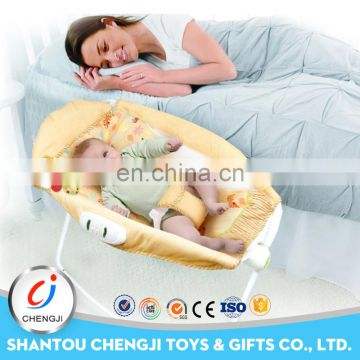 2016 popular sleeping function vibrating folding baby rocking bed