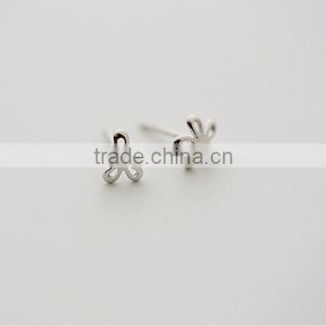 Fashion sterling silver hollow delicated tiny flower stud earrings for friends gift