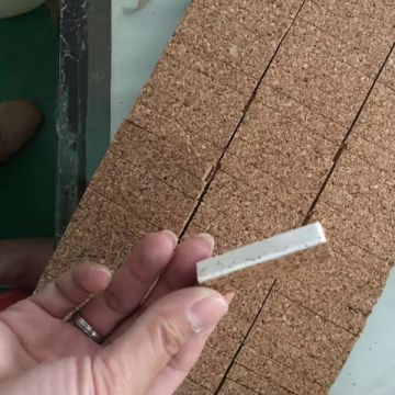 Cork Pads with self-adheisve foam to separate the glass