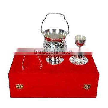 Silver plated wine accessories set in gift box
