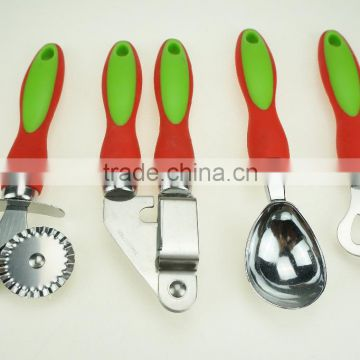 31034 Kitchen gadget kitchen tool icecream spoon garlic process double head pizza cuter bottle opener