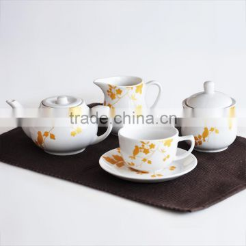 2017 fashionable 17pcs white color porcelain tea and coffee set with gold design decal printing