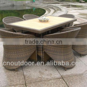 Wicker coffee table and chairs T066