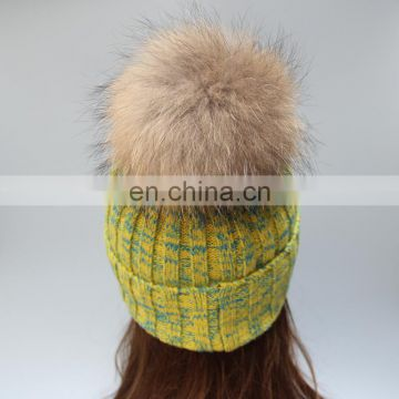 Wholesale latest UK style acrylic crochet hat with raccoon fur pom pom