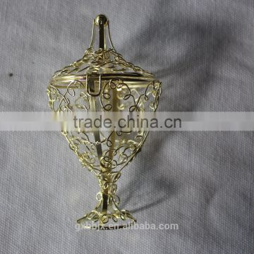 Metal wire basket with top opening