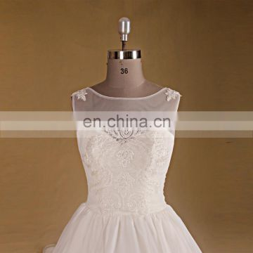 Noble Scoop Neckline Lace Applique Beaded Puff A Line Wedding Dress Long Tail