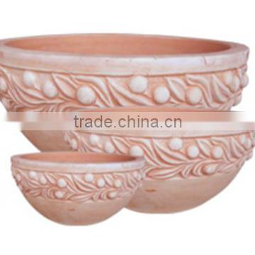 Clay terracotta pots with the beautiful style for your dreaming garden
