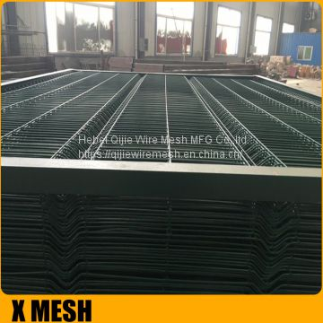 Black 3D Curved bending triangular weld wire mesh fence