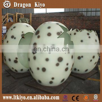 Hatching dinosaur egg & Take picture dinosaurs egg room