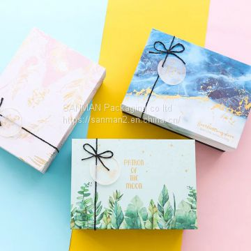 Paper bento gift box with transparent lid and base of Gift