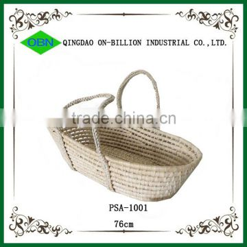 Portable straw weaving baby basket for baby sleeping