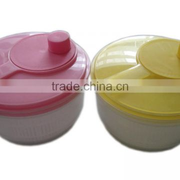 Plastic vegetable and fruit salad spinner