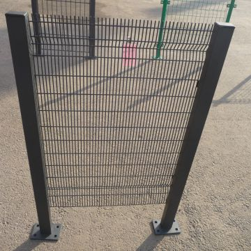 White Welded Wire Fence Wire Mesh Fence Easy To Transport Heat Treated