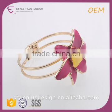 G69799I01 Tanishq Jewellery Japanese Magnetic Ladies Red Flower Cuff Gold Plated Bracelet Designs Models