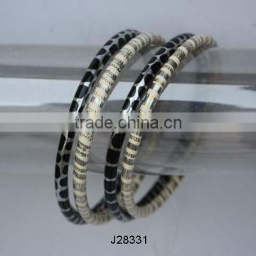 Round metal Bangles with white and black patterns available in all colours