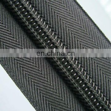 NO.10 ROLL ZIPPER AND NYLON ZIPPER LONG CHAIN