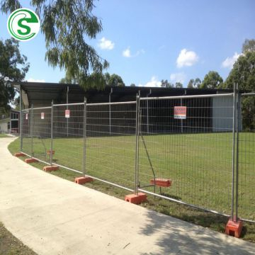 Hot galvanized cheap mobile temporary road fence for events