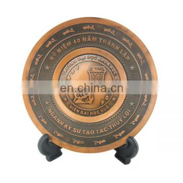 custom zinc alloy antique brass round insert embossed souvenir plate