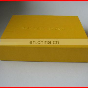 Custom cheapest light yellow shoe box design with gold embossed logo wholesale