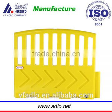 Hot yellow security 1.3m chain plastic pedestrian control barrier