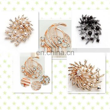 Beautiful Pearl Rhinestone Flower Brooch