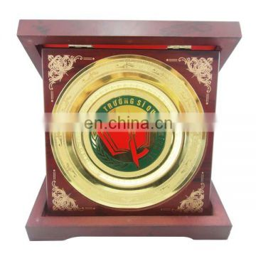 custom zinc alloy plated red star metal logo plate with box