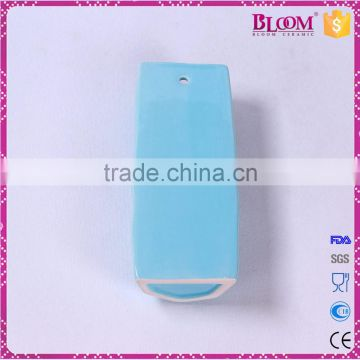 "manual ceramic humidifier with plastic spraying ""S"" hook"