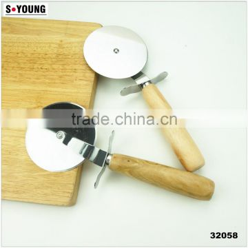 32058 Stainless Steel Cake Pizza cutter with wooden handle