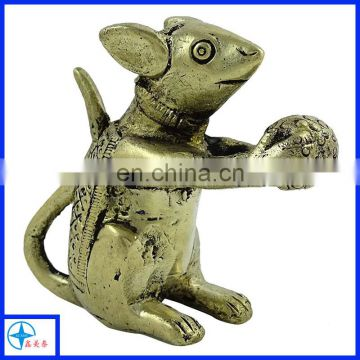 Classic antique metal mouse statues